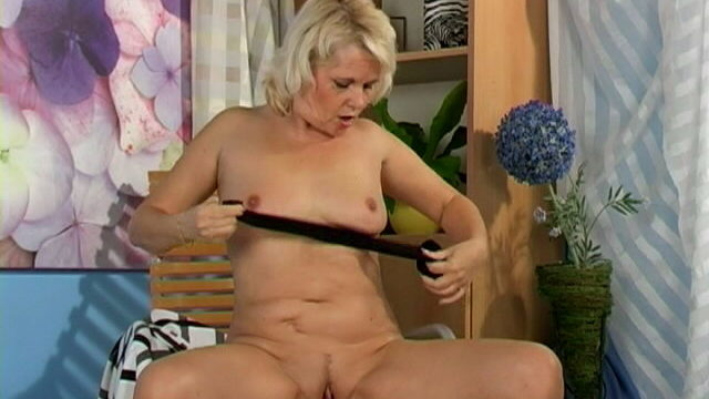 Sweety Light-haired Grandma Leona Fondling Her Bod With Passion