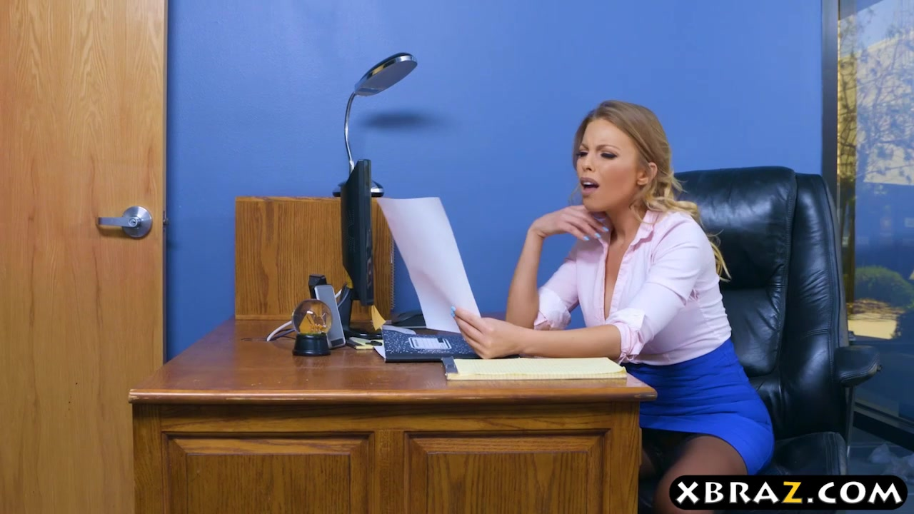 Administrative Center Mega-slut Britney Amber Boinked By Means Of Hr
