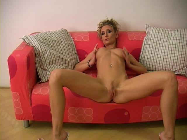 Slender Ash-blonde Pornographic Star Lucycat Opens Up Lengthy Gams And Demonstrates Her Pinkish Vagina