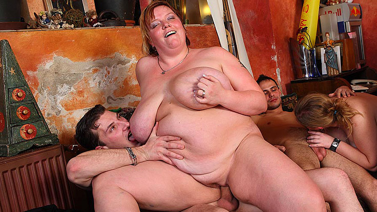 Gigantic Woman Dances And Will Get Plumbed At Pub