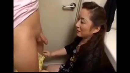 Chinese Mature Inhales Junior