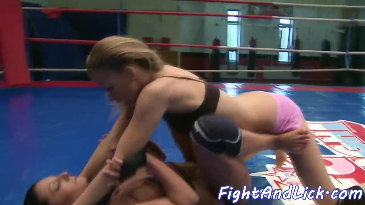 Fledgling Grappling Lesbians In Sixtynine Posture