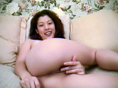 Uber-sexy Japanese Demonstrates Off Her Butt
