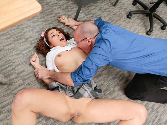 Innocenthigh – Super-steamy Cuckold Student Penalized