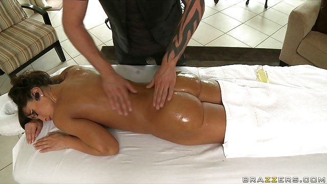 Brazzers – Big-chested Big-booty Mother I'd Like To Screw Lisa Ann Tears Up Her Masseuse