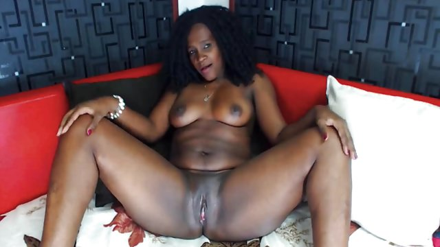 Phat Spectacular Latina Cougar Curly Hair Web Cam
